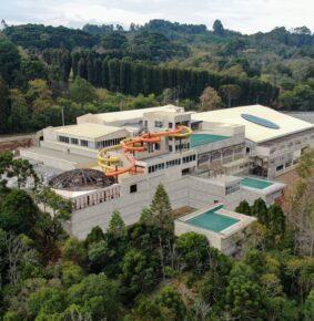 Acquamotion primeiro parque aquático indoor da América do Sul, em Gramado, RS